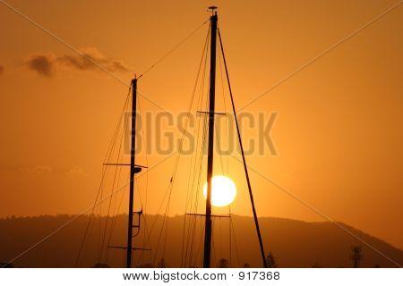 Mast In der Sonne