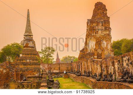Wat Mahathat. Ayutthaya historical park. Sunset