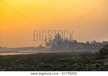 Taj Mahal In The Morning Mist