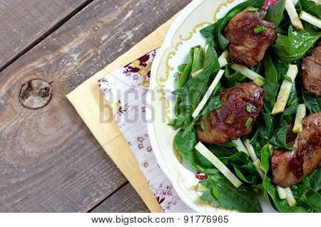 Chicken Liver And Spinach Salad With Green Apple And Onion