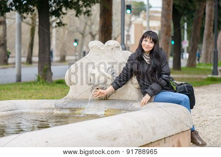Tourist Girl At The Lion Fountain