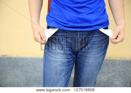 people showing has no money by turning out the pocket