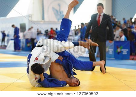 ST. PETERSBURG, RUSSIA - APRIL 16, 2016: Fight Kainan Pires of Brazil vs Moritz Plafky of Germany during the Junior European Judo Cup. 346 athletes from 22 countries participated in the competition