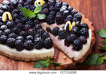 Tart with blackberry and whipped cream