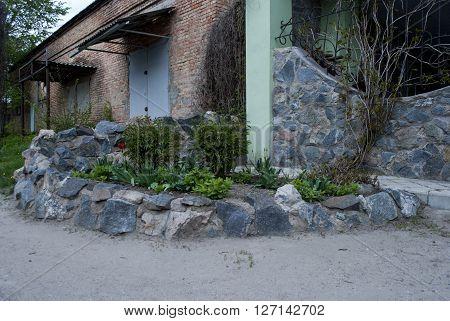 flower a flower bed built of of stone granite