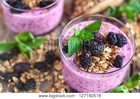 Mulberry smothie with homemade granola and mulberry