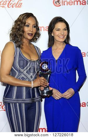 LAS VEGAS - APR 14:  Vivica A Fox, Sela Ward at the CinemaCon Awards Gala at the Caesars Palace on April 14, 2016 in Las Vegas, CA