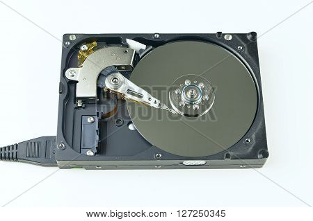 Isolated hard drive from the computer. Principle of operation. Removing the outer cover, the work head in HDD.