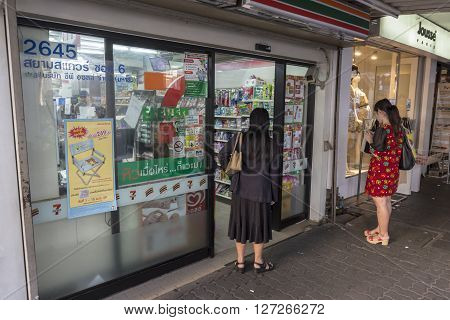 BANGKOK THAILAND - APR 10 : people at outside of a Seven - Eleven store in siam square on april 10 2016 thailand. Siam square is famous shopping place of Bangkok