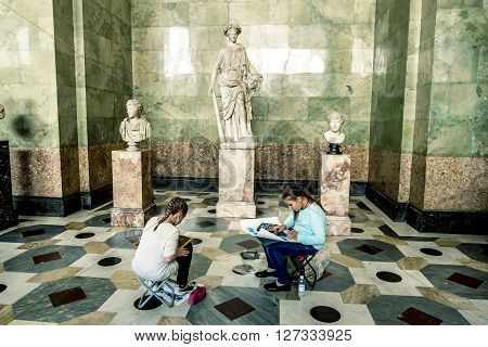 April 17 2016. Saint-Petersburg.Children paint of Ancient sculptures in the hall of Jupiter in the Hermitage Museum in St. Petersburg.Russia.