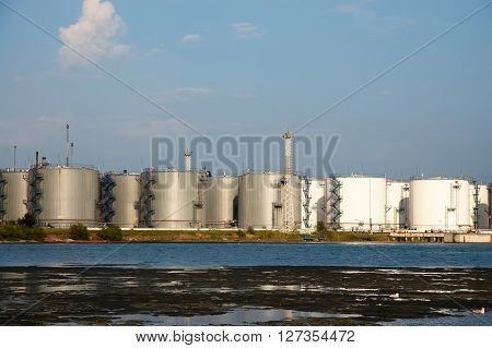 capacities for storage of oil products on the seashore