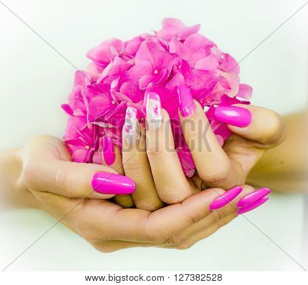 colored nails with pink flowers decorations to celebrate the spring and summer