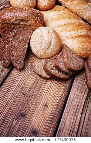 Fresh bread, sweet pastries, baked goods, great food, lots of baked goods, healthy food, a table of old wood, close-up bread, wood grain