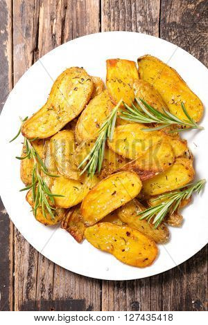 roasted potato with curcuma and rosemary