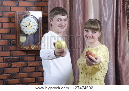 the guy with the girl give apple