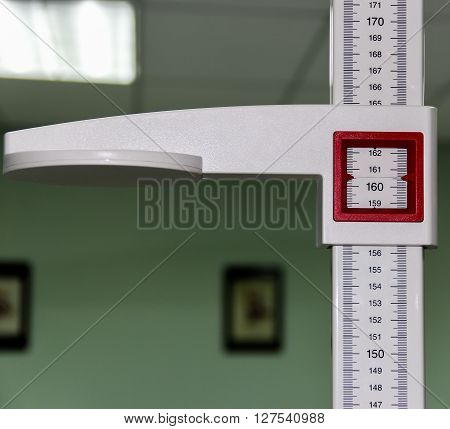 The tool used to measure the height. It is used in hospitals and clinics.
