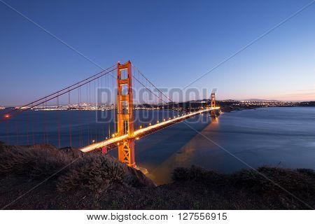 gold gate bridge at twilight