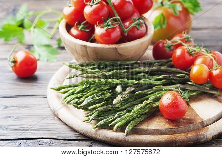 Uncooked Fresh Asparagus With Tomato
