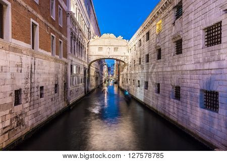 Gondolas passing under Bridge of Sighs, Ponte dei Sospiri. A legend says that lovers will be granted eternal love if they kiss on a gondola at sunset under the Bridge. Venice, Veneto, Italy, Europe.