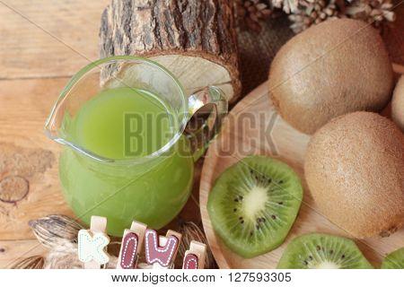 Kiwi juice and fresh kiwi is delicious