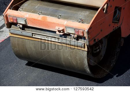 Heavy Vibration roller in asphalt pavement work.
