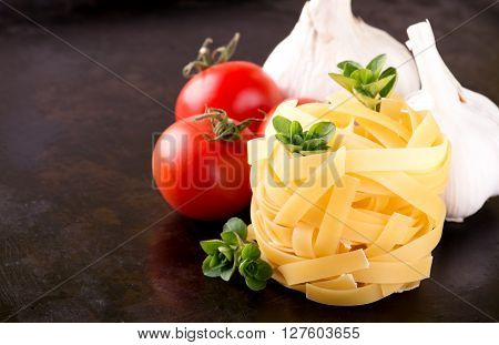 Fettuccine With Oregano And Tomatoes With Garlic