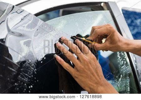 Car window tinting series : Cutting window tinting