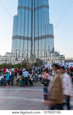 People Crowd In Front Of Burj Al Khalifa