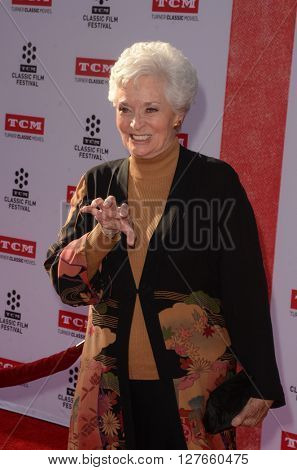 LOS ANGELES - APR 28:  Lee Meriwether at the TCM Classic Film Festival Opening Night Red Carpet at the TCL Chinese Theater IMAX on April 28, 2016 in Los Angeles, CA