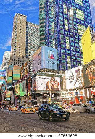 Street View Of Broadway In Times Square