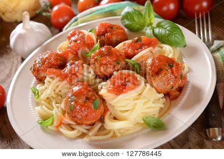 Spaghetti Pasta With Meat Balls And Tomato Suace