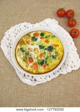 Frittata with rice, carrots, broccoli and tomatoes