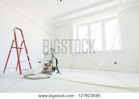 repairs in the apartment at the painting stage
