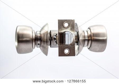 an tubular lock to install it in an wooden door