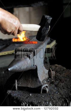 Making a decorative pattern on the anvil