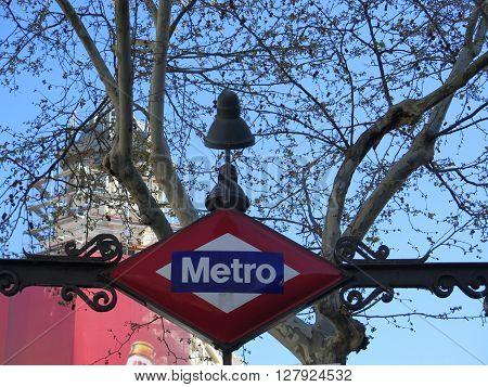 Metro station plaque and symbol in Madrid.