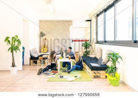 Group of young people employee workers having a break in start up office - Business concept of human resource and fun on working time - Start up entrepreneurs playing wood game - Bright vintage filter