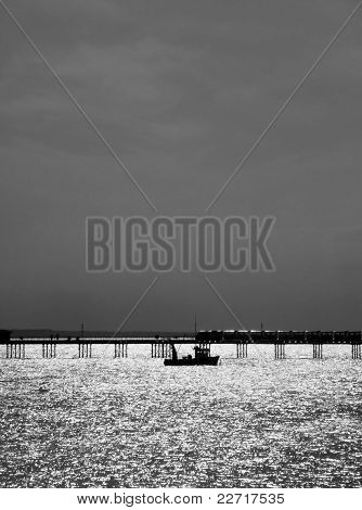 Barco por Southend Pier