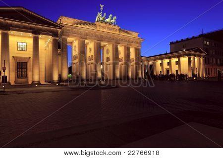 Brandenburger Tor (the Brandenburg Gate)