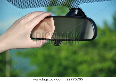 Adjusting rear view mirror
