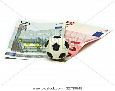 Soccer Ball in note 5 to 10 euros