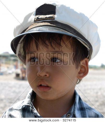 kleine Junge Kapitän