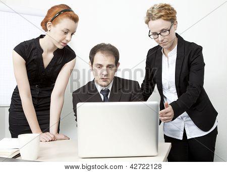 Geschäftsleute, die ein Treffen