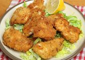 Italian fried chicken fillets in breadcrumbs, herbs and parmesan cheese.