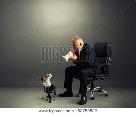 big boss screaming at small bad worker