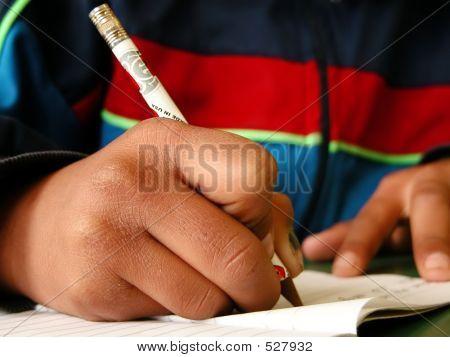Schüler mit einen Bleistift