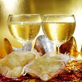pic of sachets  - some glasses with spanish champagne and sachets with the twelve grapes of luck - JPG