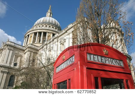 St Pauls Cathedral in London with telephone kiosk