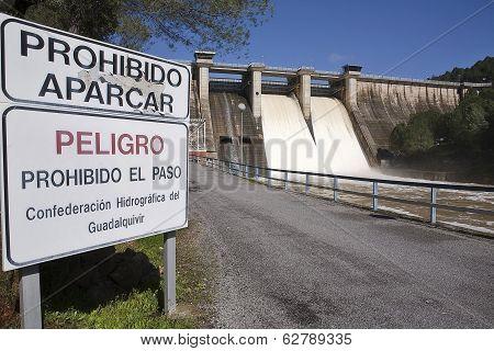 Signal indicative of prohibition in the dam of Puente Nuevo, near Cordoba, Andalusia, Spain