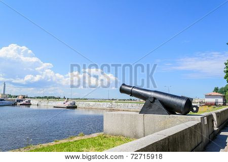 Battle cannon on the waterfront in Kronstadt